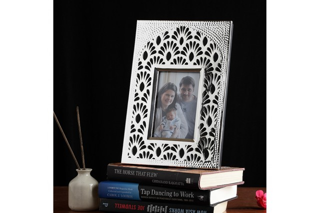 SILVER PLATED                                         PHOTO FRAME